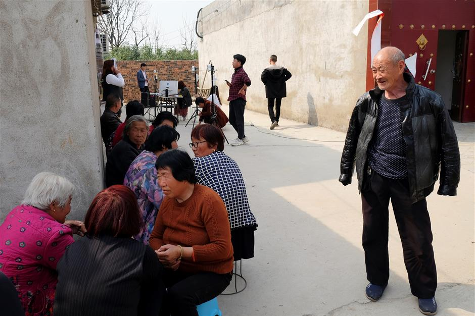 Villagers wait in line as they attend a facial data collection project run by Qian Ji Data Co, which would serve for developing artificial intelligence (AI) and machine learning technology, in Jia county, Henan province, China March 20, 2019. Picture taken March 20, 2019. REUTERS/Cate Cadell u000d