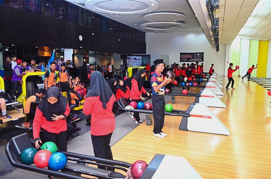 SMK Pendidikan Khas Persekutuan Pulau Pinangstudents enjoying the game.