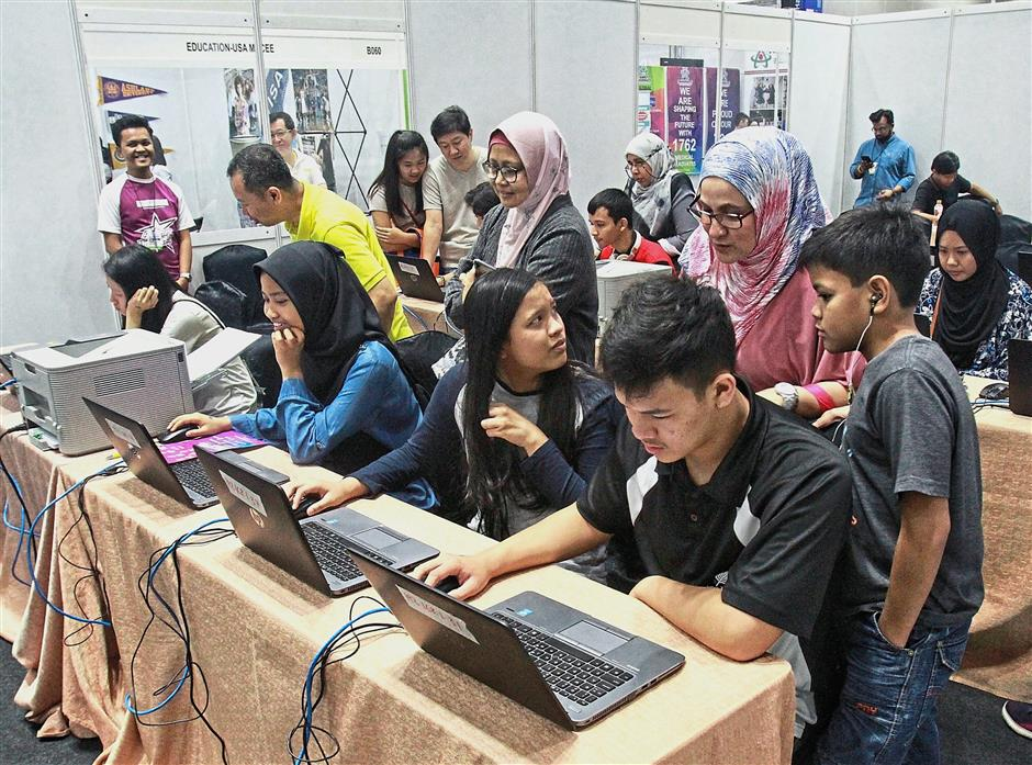 The Career-Personality Mapping Test at the Star Education Fair 2019 was a hit with visitors. Provided by the Cyberjaya University College of Medical Sciences' Psychology Department, over 900 participants took part in the test over two days.
