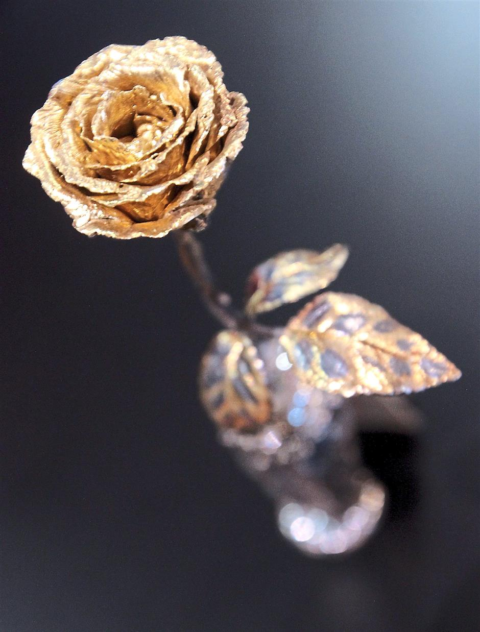 This gold-plated Pure Rose looks like the real thing, only in glittery form.