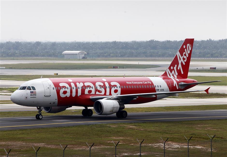 FILE PHOTO: An AirAsia Airbus A320-200 plane arrives at Kuala Lumpur International Airport 2 (KLIA2) in Sepang, Malaysia Dec. 13, 2017. REUTERS/Lai Seng Sin/File Photo