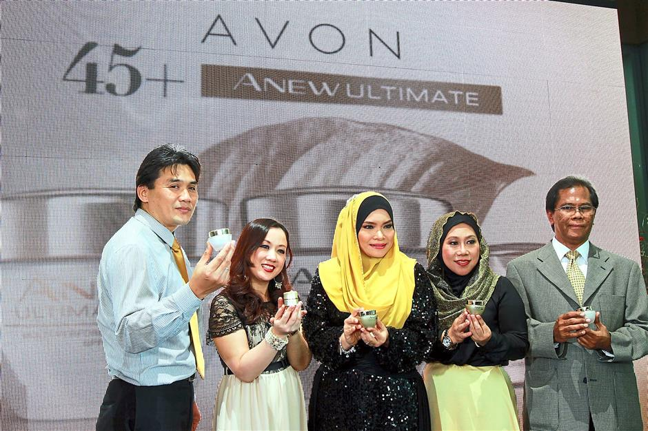 Looking good: (From left) Avon Malaysia legal department head Khairuddin Yahya, beauty head Marina Khong, Nora, Aspalin and human resource director Azlan Ismail at the launch of Avonu2019s Anew Ultimate skincare range.