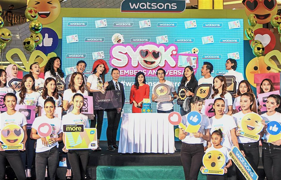 Loh (centre, in red dress) and Hoh (on Lohs right) together with the Watsons celebrity friends and participants of the fashion show at the Watsons Syok Members Anniversary launch event in Sunway Pyramid.