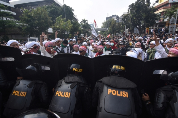 People protest outside the Elections Supervisory Agency (Bawaslu) office in Jakarta, Indonesia May 22, 2019 in this photo taken by Antara Foto. Antara Foto/Indrianto Eko Suwarso/ via REUTERS ATTENTION EDITORS - THIS IMAGE WAS PROVIDED BY A THIRD PARTY. MANDATORY CREDIT. INDONESIA OUT. NO COMMERCIAL OR EDITORIAL SALES IN INDONESIA.