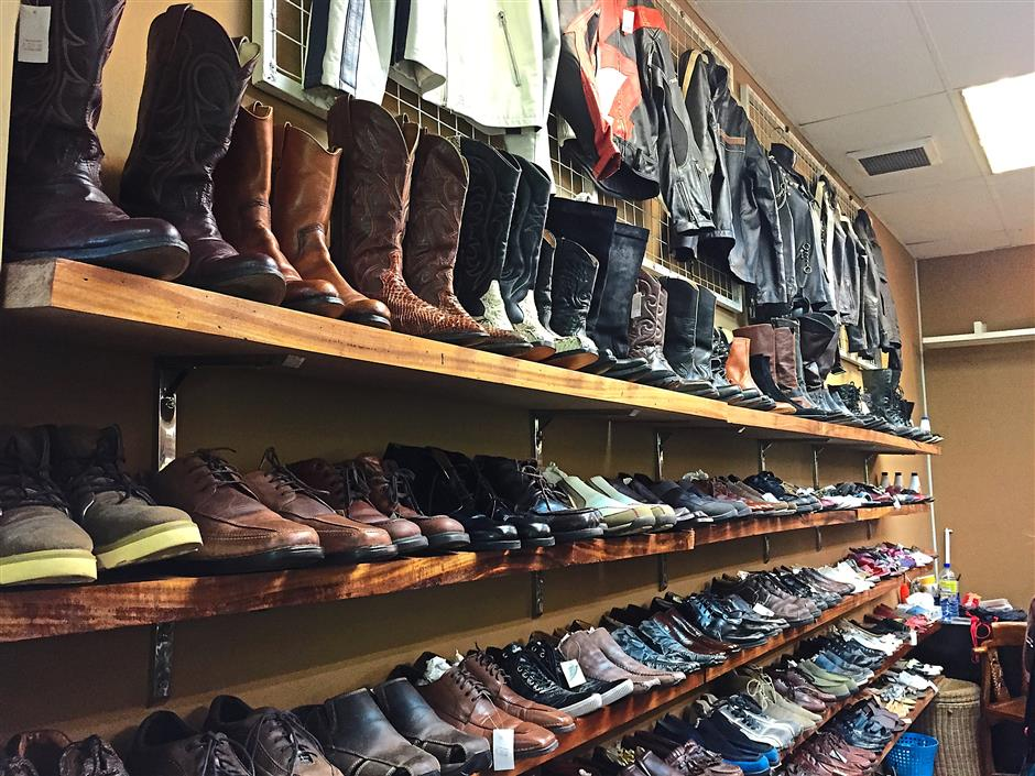 7. LEA Born Enterprise in Amcorp Mall will give you a reasonable price for pure leather jackets and boots to give you a rock and roll look. The store also offers denim shirts, casual wear and accessories.