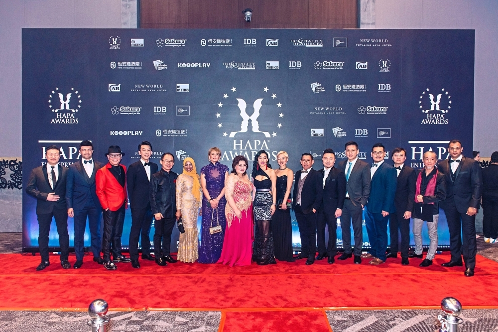 Ong (centre, wearing red earrings) with the nominees of the HAPA Entrepreneur Awards 2018-2020.