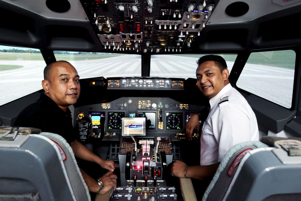 Sky Simulator managing director Badrulsyah Daud (left) with one his flight instructors in the cockpit of the flight simulator. Starpic by KAMARUL ARRIFIN