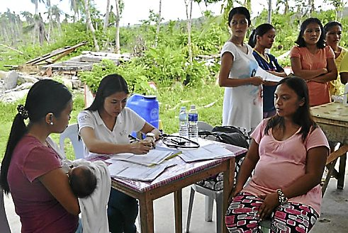 DO NOT USE BIGGER THAN 3COLS: Expectant mothers receiving sexual and reproductive health services from SPRINT in collaboration with the Family Planning Organisation of the Philippines post Typhoon Haiyan.