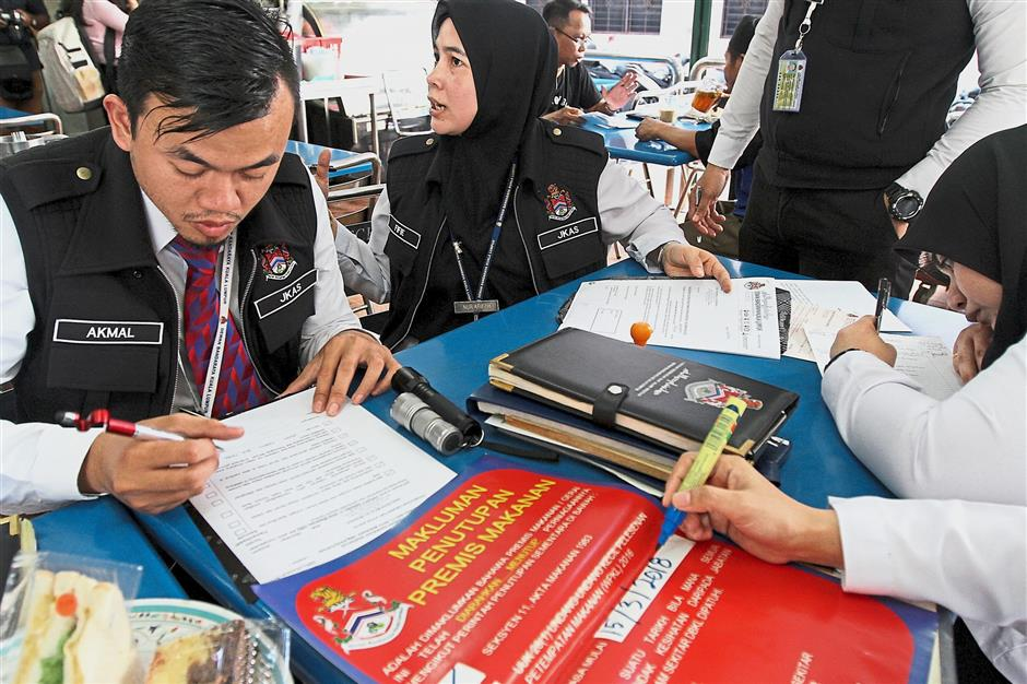 Three restaurants were ordered to close for failing to meet food safety guidelines during the DBKL joint operation.