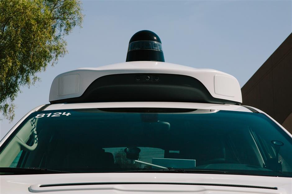 A camera sensor sits on the roof of a Waymo LLC Chrysler Pacifica autonomous vehicle in Chandler, Arizona, U.S., on Monday, July 30, 2018. The Google offshoot is tinkering with pricing and finalizing its business model for autonomous vehicles, which includes a new effort to boost public transit. Photographer: Caitlin O\'Hara/Bloomberg