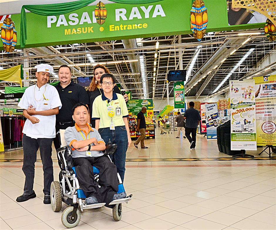 (front in wheel chair) Mohd Helmi Abdullah  (Back row from left) Muzaki Huzam, 37, Giant Hypermarkets Malaysia Operations Head Dolf Posthumus, GCH Retail (Malaysia)(Sdn BHd) Human Resource Director Malini Vijaya Rajah and Wong Wei Kien