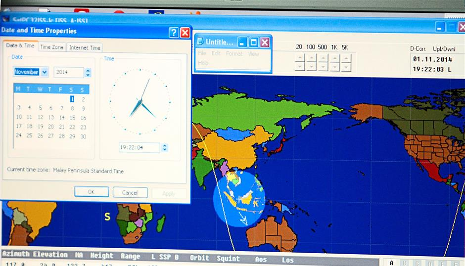 Sangat Singh tracking Malaysia's position in the orbit of the ISS in order to establish contact with Wiseman