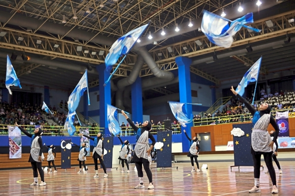 Members of SM Sultanah Asma Colour Guard tossing their flags during the 'Starsky' show in the final of the colour guard (school division) category of the national competition.The school wins second place and Best Outfit in the colour guard category (school division) of the national competition.