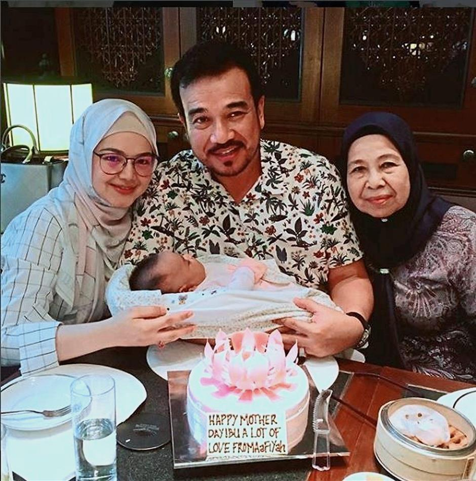 Songstress Datuk Seri Siti Nurhaliza Tarudin shared a family photo with her newborn daughter Siti Aafiyah Khalid on her first Mothers Day.