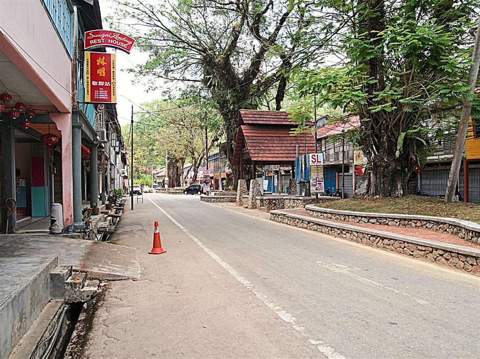 The empty main street of Sungai Lembing on a weekday.