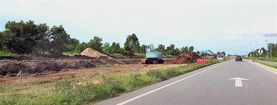 Construction of the Pan Borneo Highway linking Miri to Kuala Baram. — filepic