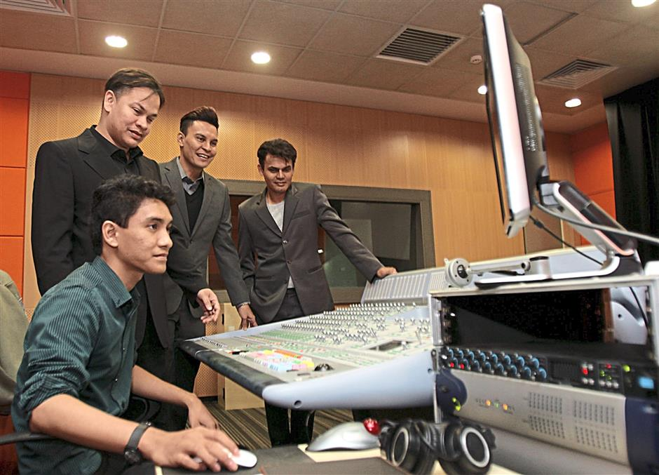 From the left : Ilya Syazran (KRU's sound engineer), Norman Abdul Halim (President & Group CEO), Edry Abdul Halim (Chief Creative Officer - Domestic) and Yusry Abdul Halim (Chief Creative Officer - International) at their sound mixing studio in Cyberjaya.)