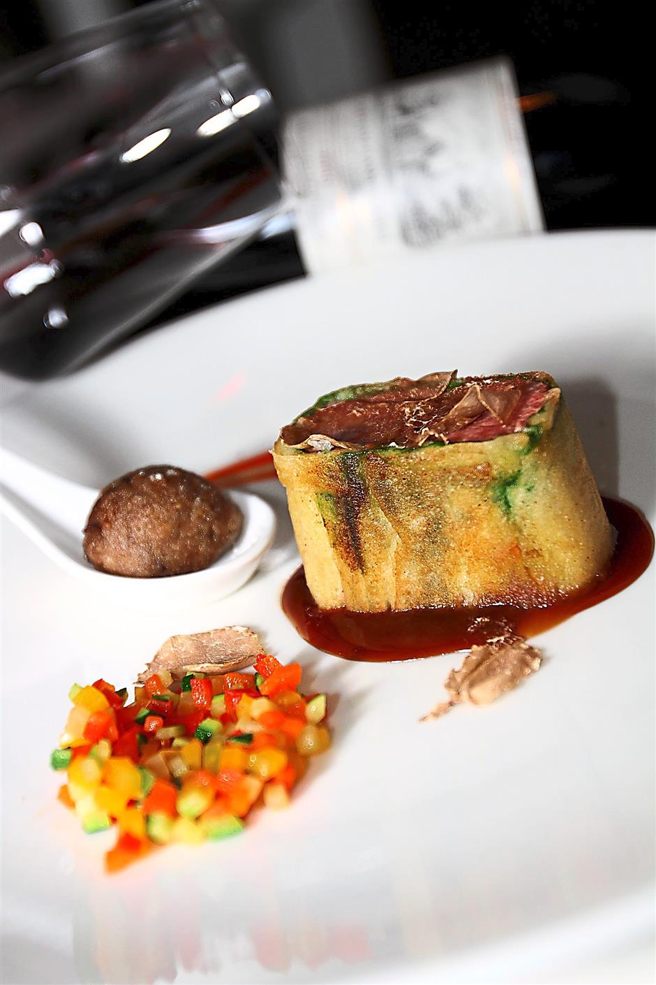 Highlight of the evening: The Lamb Loin in Bread Crust served with rosemary jus, ratatouille, baked eggplant praline served,with a glass of 2000 Chteau Cantemerle