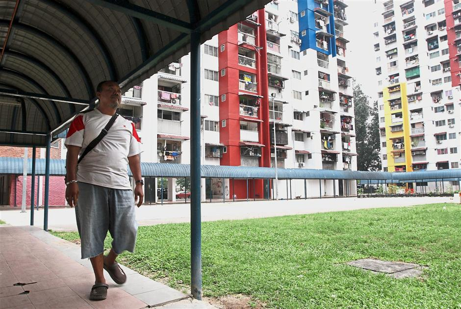 Covered walkways along the perimeters of the park in PPR Sri Sabah protects residents from falling objects.