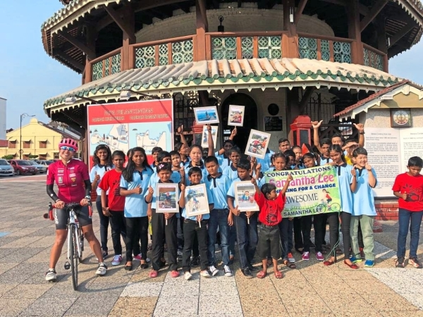 (Left) The children of Hope Mission Children's Welfare home in Teluk Intan, Perak cheering on and welcoming Lee on the last day of her journey around Peninsular Malaysia, Sarawak, Sabah and Labuan.