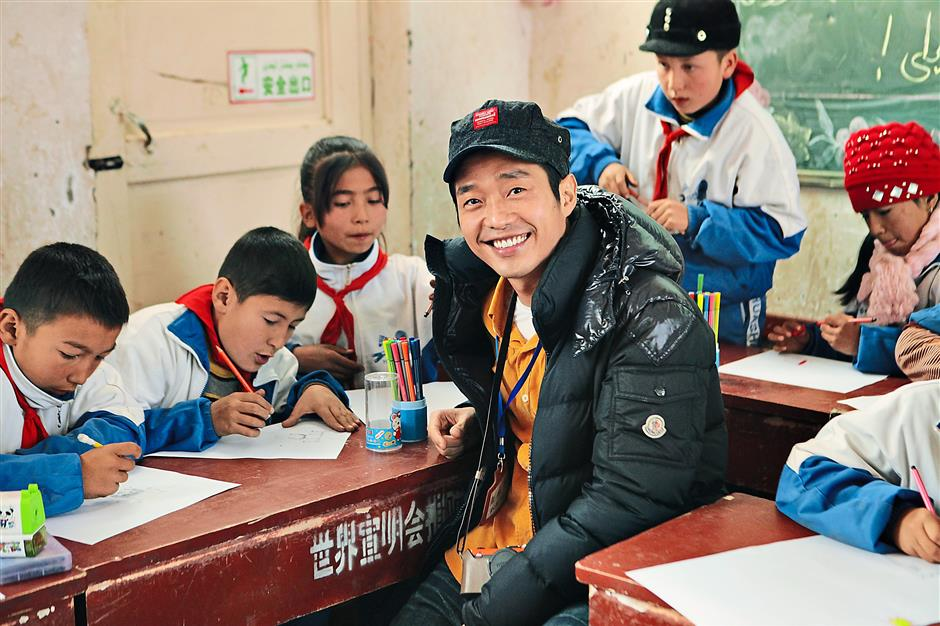 With the children: Singer and actor Nicholas Teo said everyone has the right to dream and the courage to hope under the same sky.