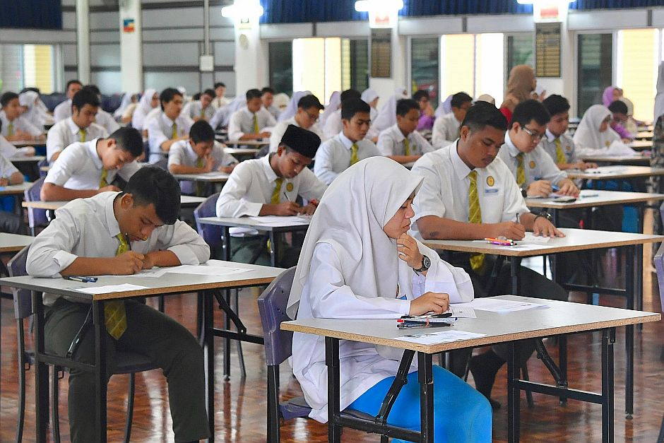 Students sitting for the SPM exams at SMK Putrajaya Presint 11 (1). - Bernama