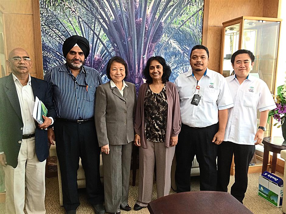 (From left) N. Rajanaidu, senior research fellow; Dr Rajinder Singh, head of the genomics unit; Datuk Dr Choo Yuen May, director general of MPOB; Dr Raviga Sambanthamurthi, advanced biotechnology and breeding centre director; Dr Mohamad Arif Abd Manaf, group leader (gene function); and Dr Leslie Low, bioinformatics unit head.