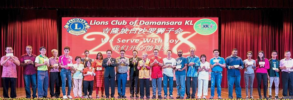 Representatives from the 19 homes showing the donations they received from Lions Club of Damansara KL. With them are (from ninth left) Ding, Ho and Gho.