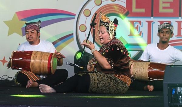 Mak Yong u2018Dewa Mudau2019 performances at the main stage during the celebration.