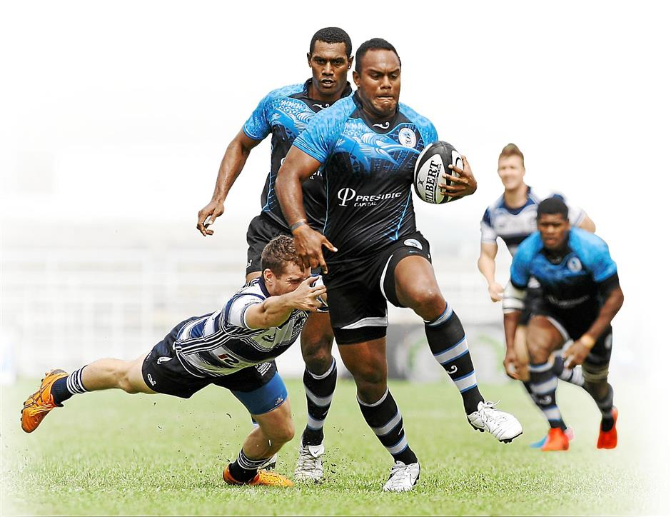 No stopping here: A Daveta player powers his way towards the try line.
