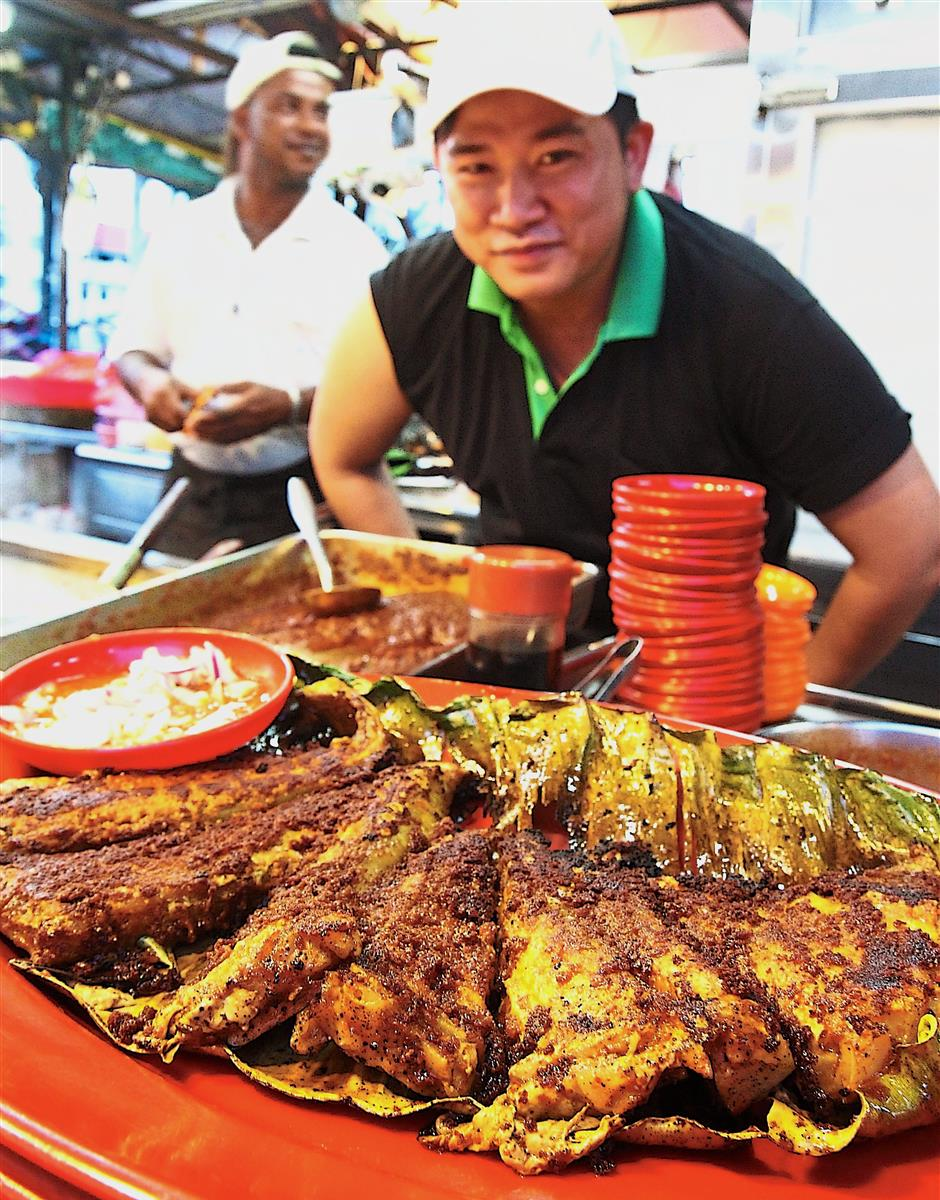 Teh with his freshly grilled stingray at Cafe Goodall in Gottlieb Road.