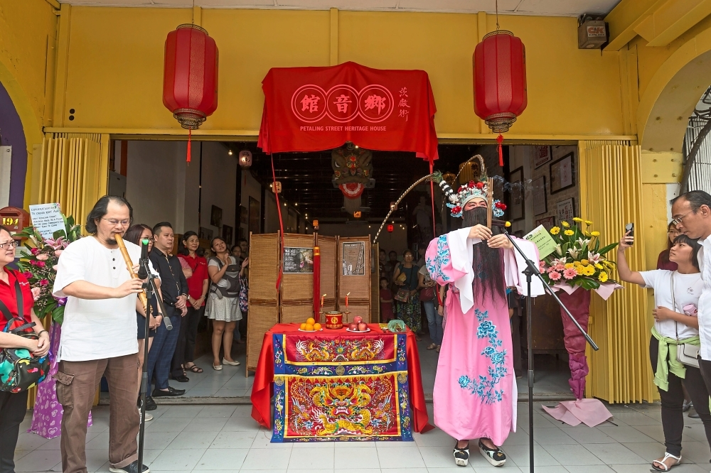Chong ensured that the opening ceremony of the Petaling Street Heritage Centre was a display of Chinese culture and heritage.