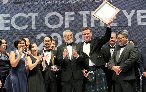 WHZ Environmental Design Sdn Bhd director Antony Hastings (in kilt) and his team celebrating after receiving the Project of the Year 2018 Award at MLAA from Khalid (centre). (Right) Suhardi (right) presenting the writer the Media Award for StarMetro's story entitled 'Shaping New Trends to Keep with Times'. Looking on is Ilam honorary secretary Charles Teo.