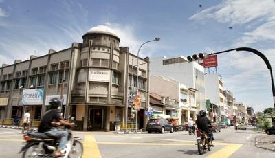 <b>Still standing:</b> Soo Beng building at Jalan Tun Dr Lim Chwee Leong and Carvarvon Street junction.