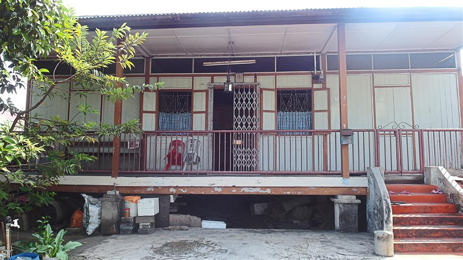 Familiar: A traditional wooden house in Kampung Baru Seri Dengkil that is similar to traditional Malay houses, with its elevated flooring supported by concrete pillars.