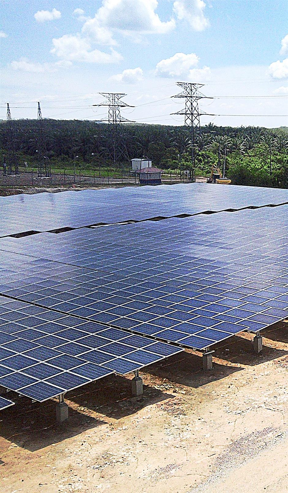 The 10mw Amcorp Power solar farm in Gemas, Negri Sembilan, features photovoltaic cells manufacted by Yingli Green Energy.