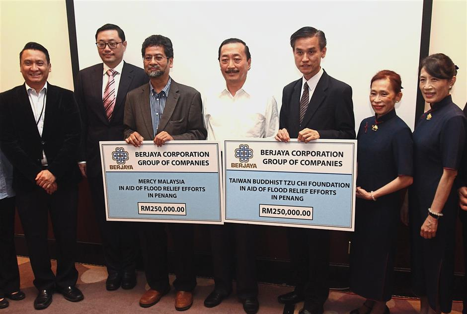 Doing his part: Tan (centre) flanked by Dr Ahmad Faizal (on his right) and Sio during the cheque presentation at Berjaya Times Square Hotel in Kuala Lumpur. On Dr Ahmad Faizal's right is Datuk Seri Robin Tan, the CEO of Berjaya Corp Bhd.