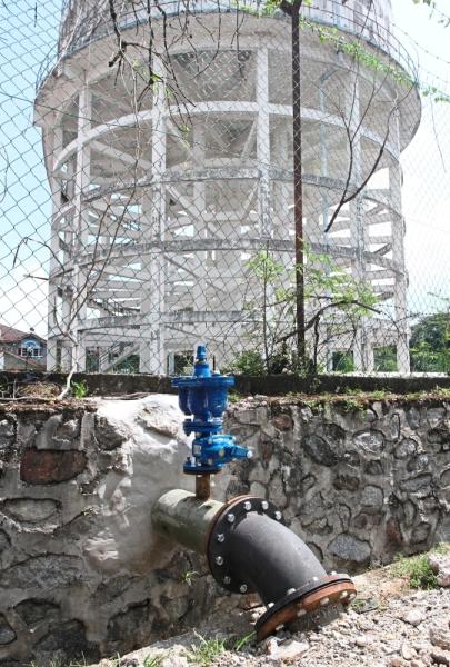 The pipe linking the water tank in Taman Desa Mewah to new condominium units.