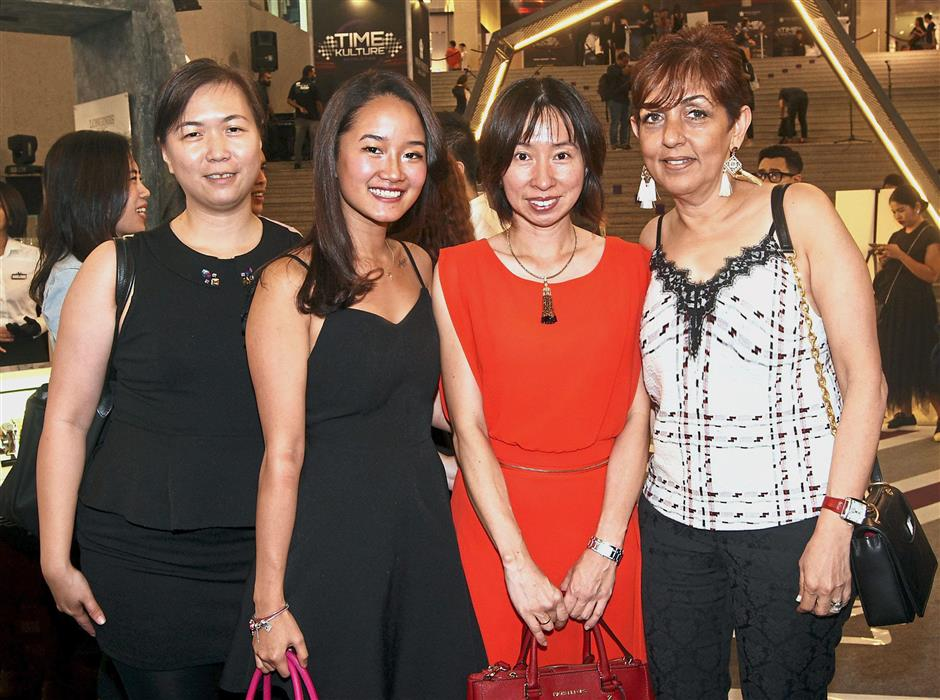 Valiram marketing vie-president Surinder Jessy (right) with guests (from left) Vivienne Chow, Eveline Spykerman and Irene Saw.