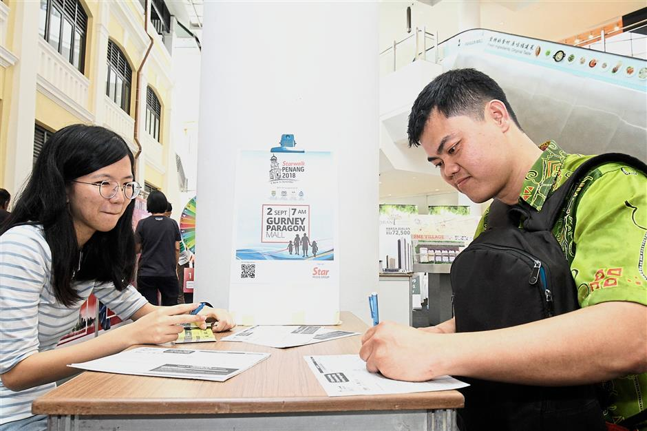 Lim Fong Choon, 34, registering for Starwalk Penang 2018 at the StarProperty.my Fair 2018 at Gurney Paragon Mall.