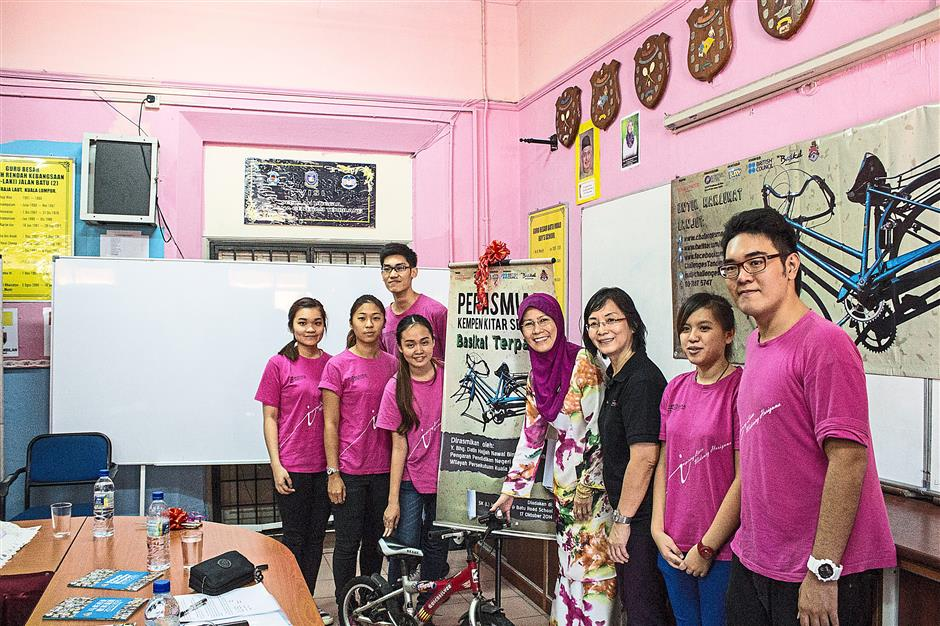 For a good cause: Chen (third from right) with Federal Territory of Kuala Lumpur Education department director Datin Nawal Salleh (fourth from right) and student volunteers from Berjaya University College of Hospitality.