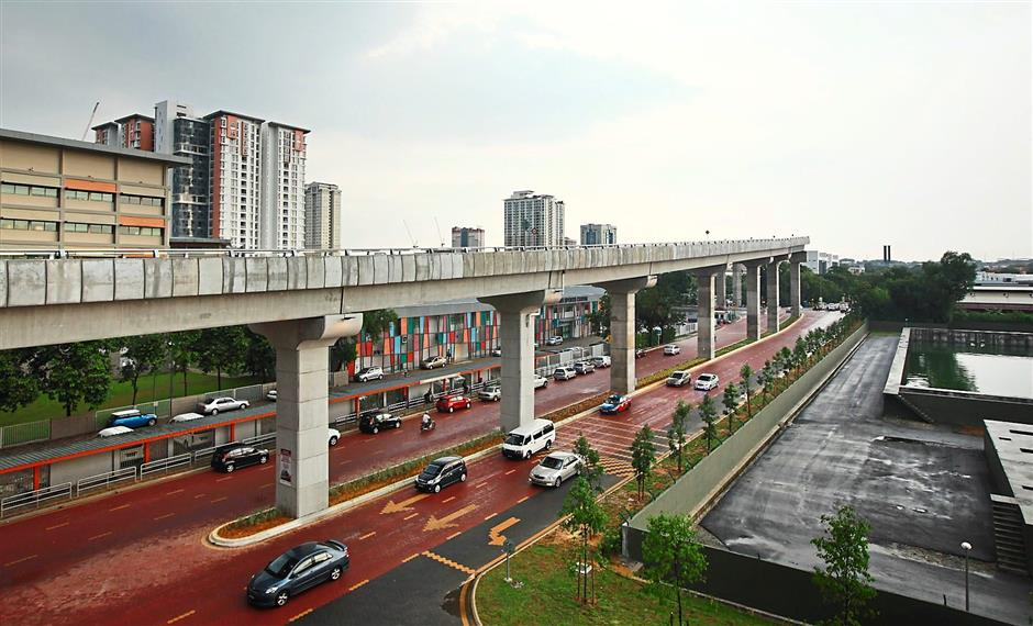 The elevated bus guideway connects the Sunway commercial area to the Setia Jaya KTM Komuter station and the soon-to-be completed USJ 7 LRT station.