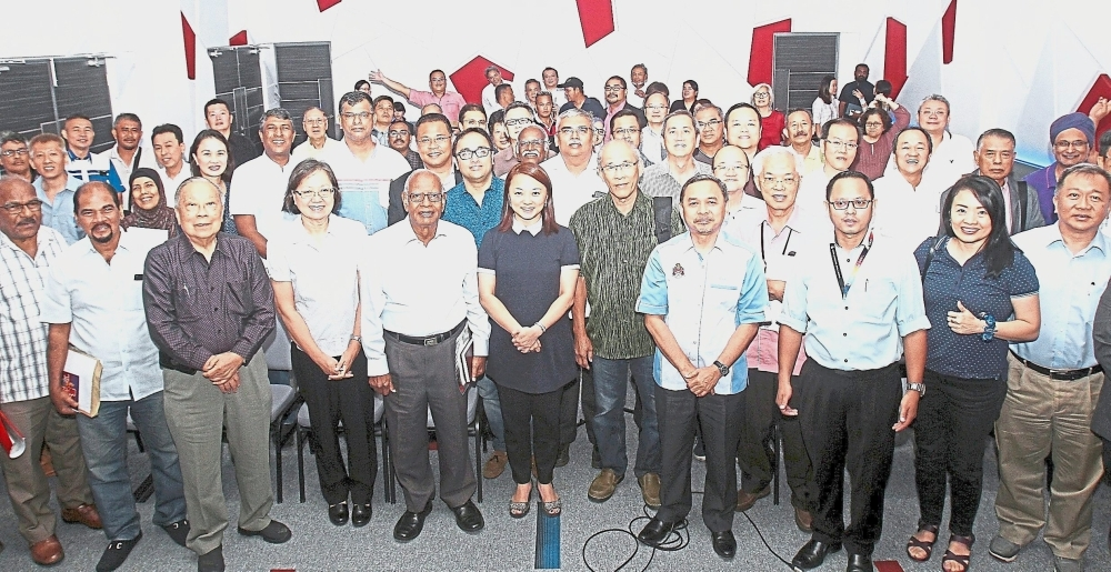 Yeoh (front row, centre) with the newly appointed MPPWP members under the Segambut parliamentary constituency.