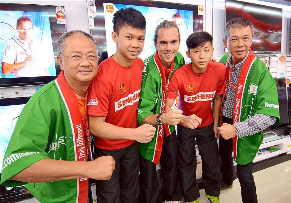 Full of spirit: (from left) Lim Kim Heng, Chun Kang, Jorgensen and Ming Hui and Senheng marketing and promotion division head Daniel Wan.