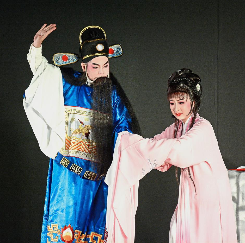 Young Wei Tian (right) playing the role of the conflicted wife in the well-known morality tale Prosecuting the Husband.