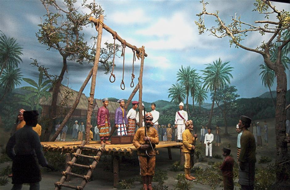 A diorama depicting the hanging of Maharaja Lela, Ngah Kamaddin and Pandak Indut who were implicated in the assassination of Birch.
