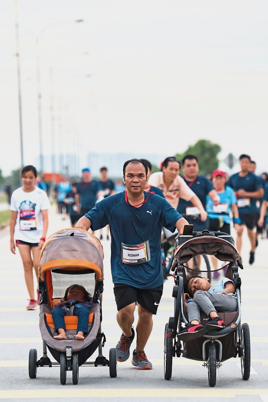 A father of two was not slowed down despite running with strollers.