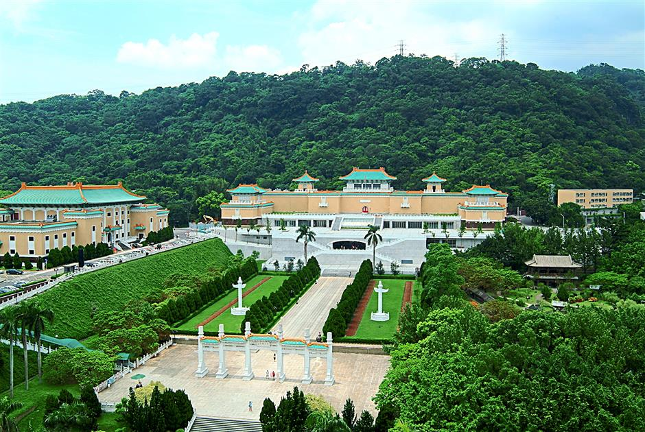 Taiwan's National Palace Museum on the outskirts of Taipei boasts one of the world's finest collections of Chinese treasures. Nationalist leader Chiang Kai-shek brought them when he fled to the island in 1949, after losing the Chinese civil war. Most of the ancient bronze castings, calligraphy, scroll paintings, porcelain, jade and rare books come from Beijing's Forbidden City.