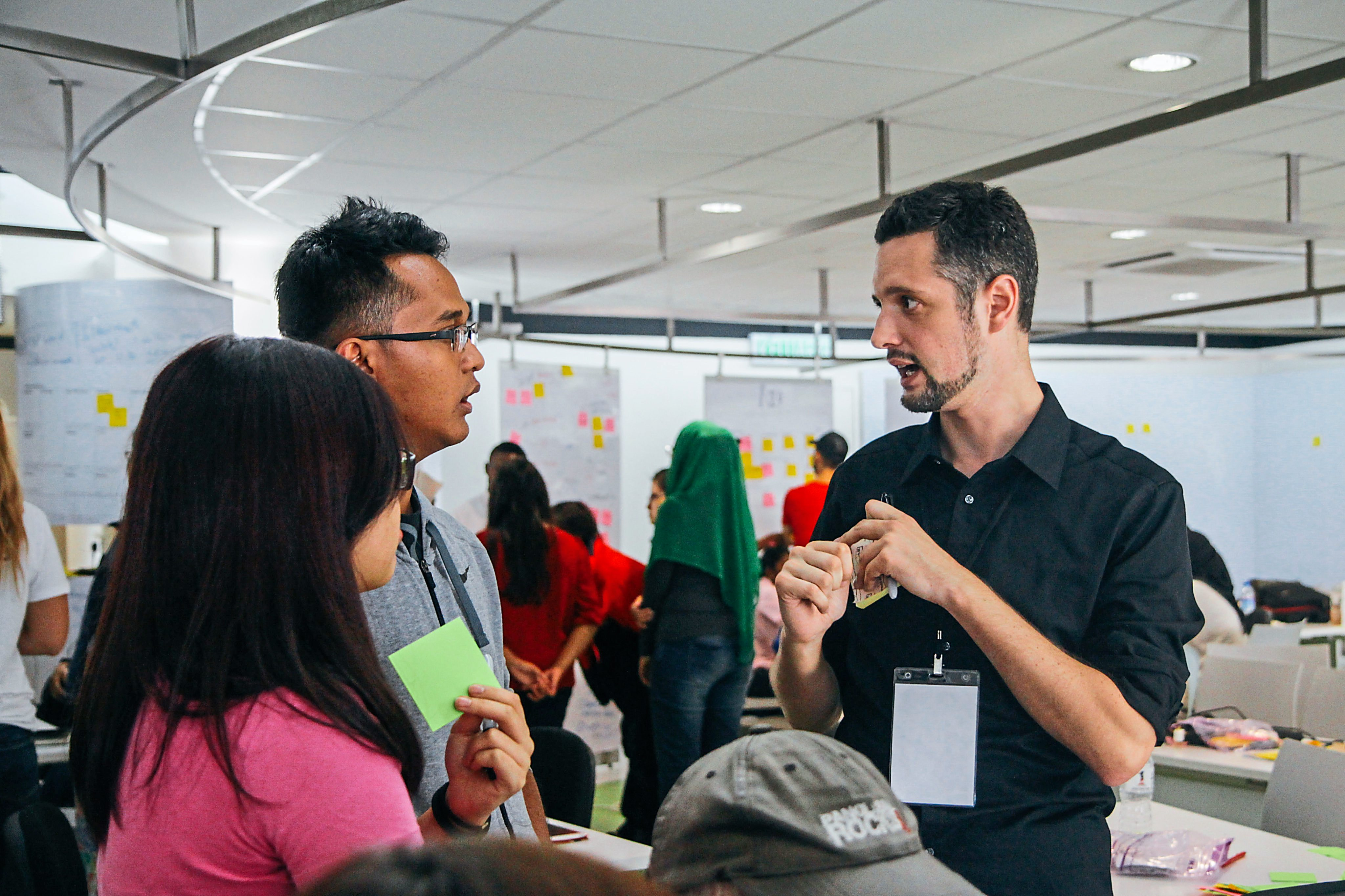 Kal Joffres, one of the initiators of the MakeWeekend events, where the Makers gather giving the participants some pointers.