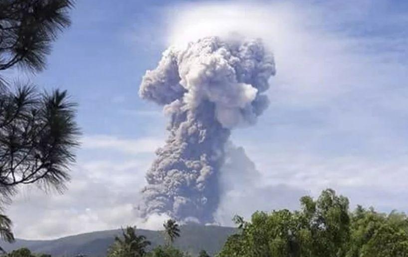 Indonesia's Mount Soputan erupts | The Star Online